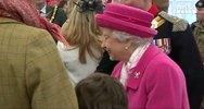 La regina a Kensington per visitare la royal girl