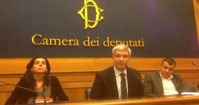 Vendola: ogni mezzo per boicottare riforma della scuola di Renzi