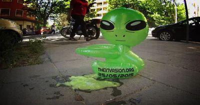 Gli alieni invadono Roma, il video su Youtube diventa ...