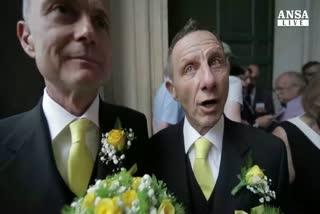 Coppie gay e lesbo sposate in Campidoglio nel Celebration ...