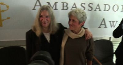 Joan Baez e Ai Weiwei ambasciatori di Amnesty international ...