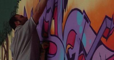 Napoli, disegni e colori sulle mura della villa del boss a ...