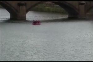 Turista cade in Arno, giovane marocchino si tuffa e lo salva