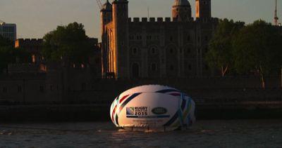 Palla da rugby gigante sul Tamigi a 100 giorni dalla World Cup