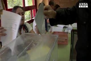 Spagna, aperti seggi voto locale