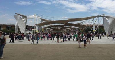 Numeri e polemiche sui visitatori a Expo, Sala non cambia ...