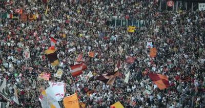 Il derby alla Roma, scontri e due accoltellati prima del ...