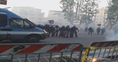 Tensioni al termine del derby Lazio-Roma: lacrimogeni e 2 ...