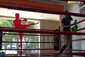 Nuova iscritta al corso di Thai Boxe, lo scherzo agli ...