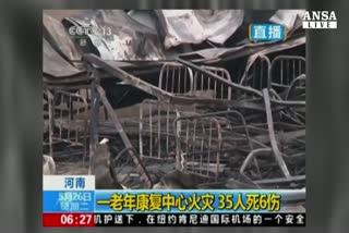 Cina, fiamme in casa di riposo