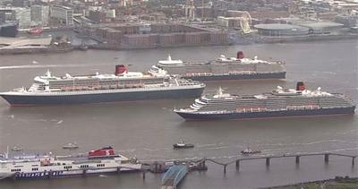 Tre famosi transatlantici sfilano in Gran Bretagna