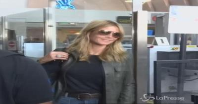 Heidi Klum all'aeroporto: splendida anche in jeans e ...