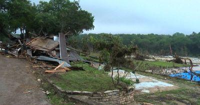 Caos e distruzione in Texas dopo la pioggia e le ...