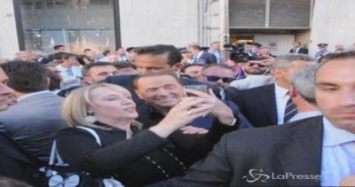 Regionali, bagno di folla e selfie per Berlusconi a Genova  ...