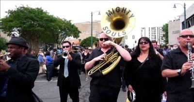 Il video del tributo di Memphis a B.B. King, il re del ...