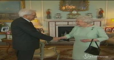 Mattarella incontra la Regina Elisabetta II: colloquio ...