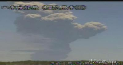 Erutta il vulcano Shindake in Giappone: evacuata ...