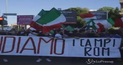 Incidente a Roma, fiaccolata diventa protesta contro i rom ...