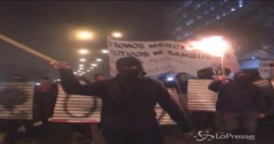 Migliaia in piazza in Cile per universitario ferito da ...
