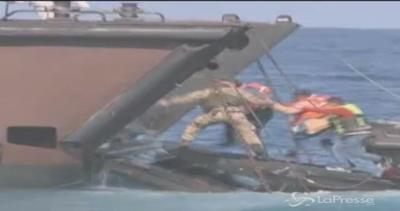 Sbarchi, marina britannica salva oltre 300 migranti nel ...