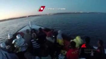 """Migranti, ancora una tragedia. Il Papa: """"Non aiutarli ..."""