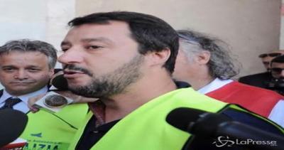 Salvini: Governo pericoloso, lasci lavorare polizia senza rotture di palle
