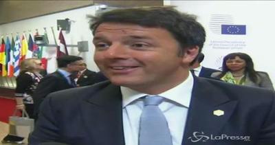 Renzi ironico a Bruxelles: scherza con giornalisti prima dei lavori