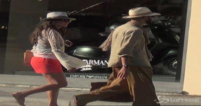 Safari a Forte dei Marmi per Jonathan: fa shopping pronto ...