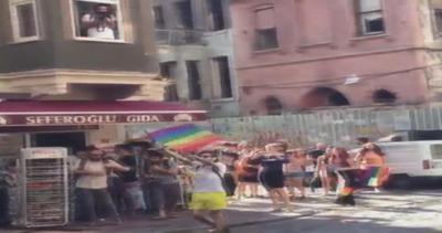 Cannoni ad acqua contro gay pride in Turchia: uomo colpito ...