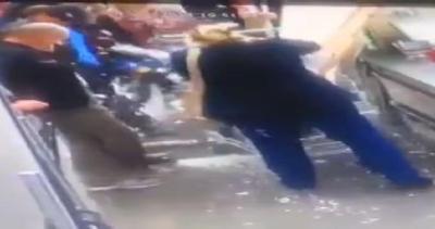 Esplosione nel supermercato: nessuna bomba, è solo schiuma ...