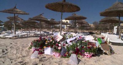Tunisia, deposti fiori in memoria delle vittime ...