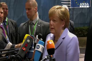 Juncker e Merkel, greci votino si' a referendum