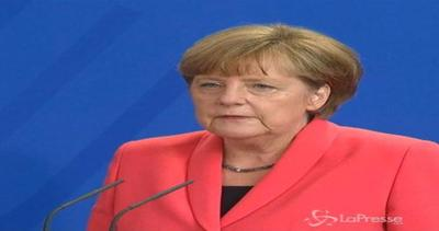Grecia, Merkel: Senza responsabilità euro fallirà. ...
