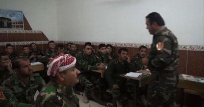 Iraq, dal kalashnikov alla biro per imparare a leggere al ...