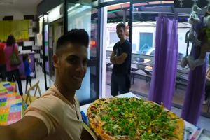 Mille euro a chi mangia in un'ora la mega pizza da 5 kg, la ...