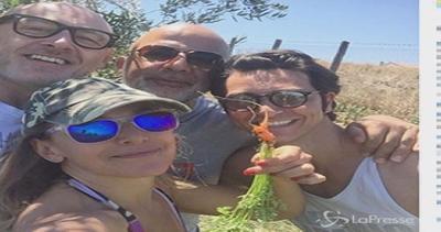 Barbara D'Urso racconta le sue vacanze: selfie sull'aereo e ...
