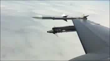 L'F16 abbatte un drone in aria