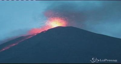 Vulcano Fuego in eruzione: uno spettacolo che spaventa il ...