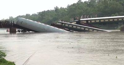 Pakistan, treno finisce in un canale: almeno 8 morti