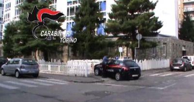Sequestra e rapina l'ex moglie a Torino, arrestato un ...