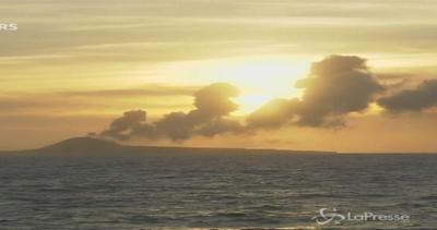 Giappone, isola vulcanica continua a crescere: ora è più ...