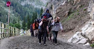Pellegrinaggio indù sulle montagne dell'Himalaya, a 3.800 ...