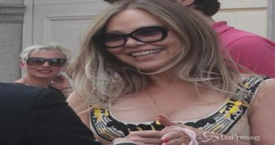 Ornella Muti fa shopping da Vivienne Westwood: esce dalla ...