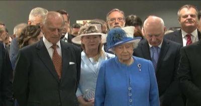 La regina Elisabetta osserva minuto di silenzio per morti ...