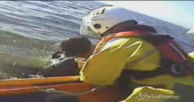 Giovane rischia di affogare nel mare d'Irlanda: salvata per ...