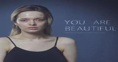 Star del make-up senza trucco mostra segni dell'acne: ...