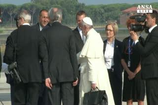 Il papa partito per il Sud America