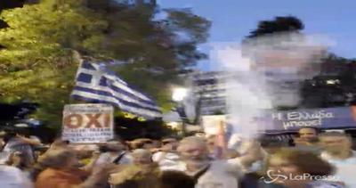 La Grecia dice 'no' ai creditori: festa a piazza Syntagma
