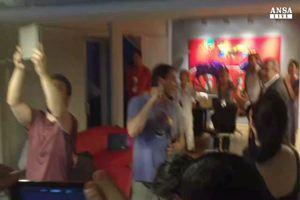 La festa di Syriza sulle note di 'Bella Ciao'