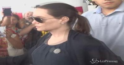 La tribù Pitt-Jolie rientra a Los Angeles dopo vacanze in ...